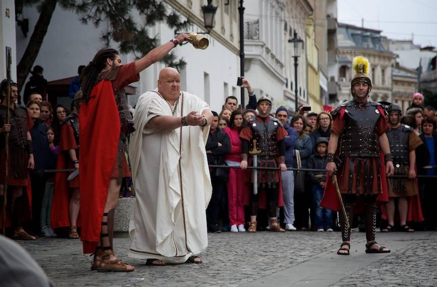 Guvernatorul Pilat din Pont se spala pe maini de judecata si osandirea lui Iisus.