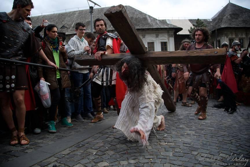 Plecarea de la Hanul lui Manuc pe Drumul Crucii.
