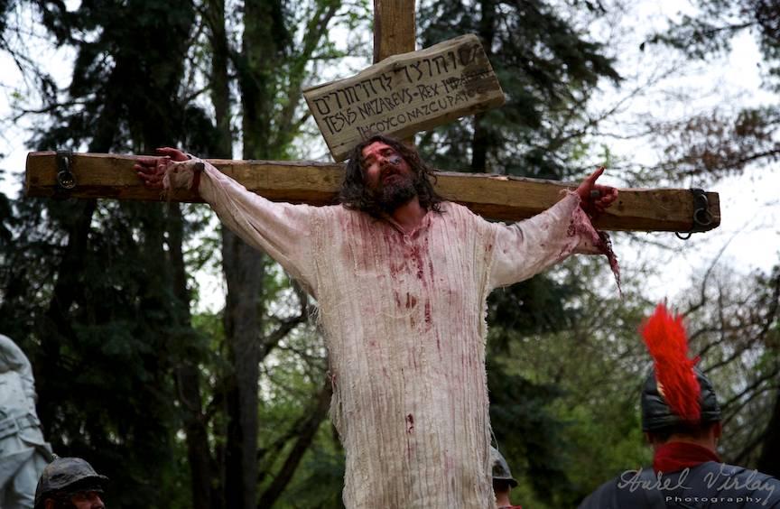 In Saptamana Patimilor gandul crestinului ar trebui sa fie la cat a avut de indurat Iisus Hristos pentru Mantuirea noastra.