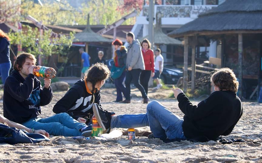 La Stuf deja lumea se antreneaza la o bere pentru ametitoarea zi de  1 Mai.