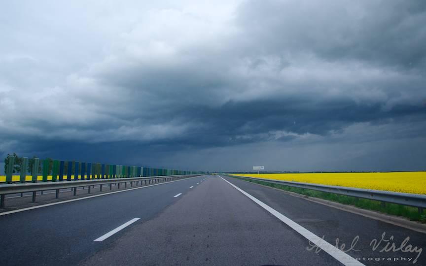 Mergand prin furtuna. Fotografie Canon Powershot G16 din Citroen C3 1.4 HDI.