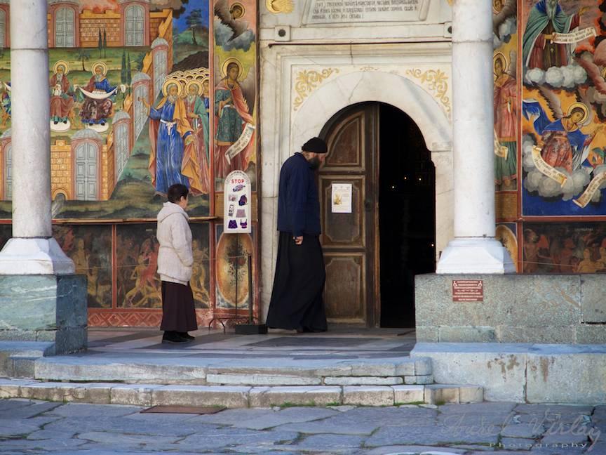 _Manastirea Rila Bulgaria Foto-Aurel-Virlan 06 intrarea in biserica a uriasului calugar paraclisier