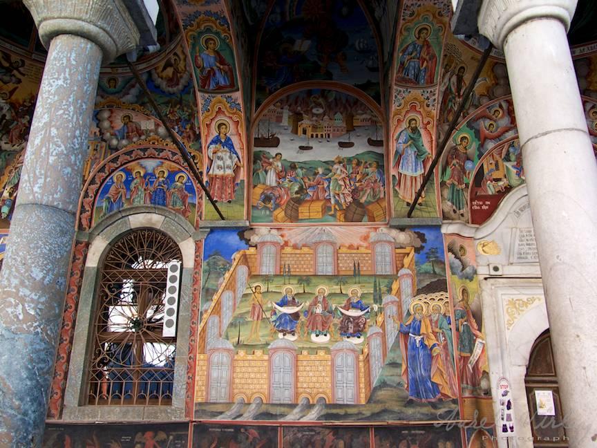 _Manastirea Rila Bulgaria Foto-Aurel-Virlan 12 pictura exterioara a bisericii