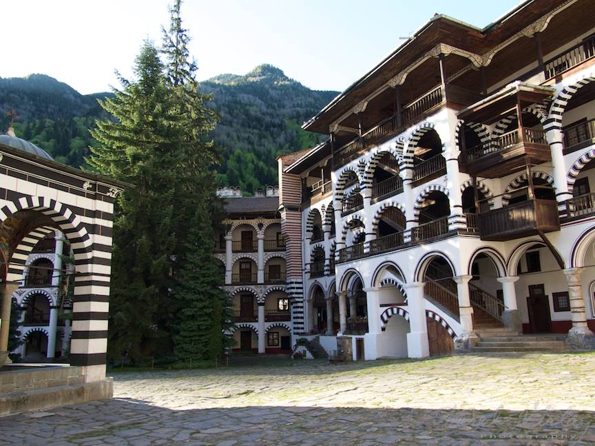 _Manastirea Rila Bulgaria Foto-Aurel-Virlan 21 chiliile supra-etajate ale calugarilor monahi