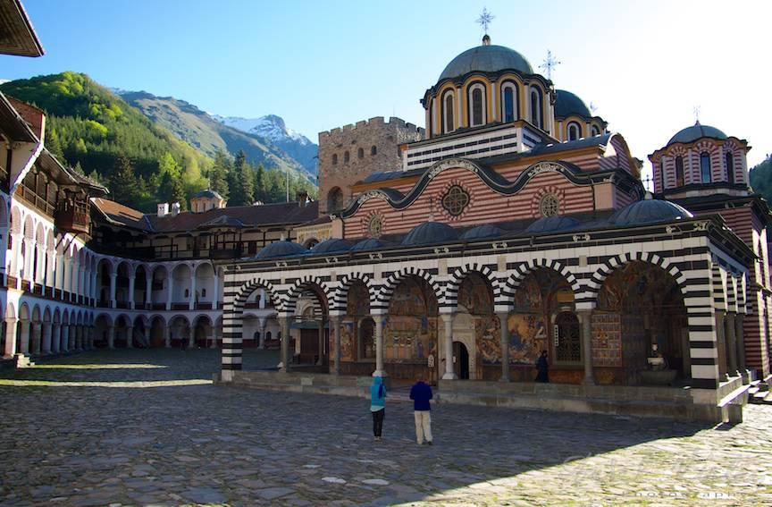 _Manastirea Rila Bulgaria Foto-Aurel-Virlan 29 dimieata la biserica