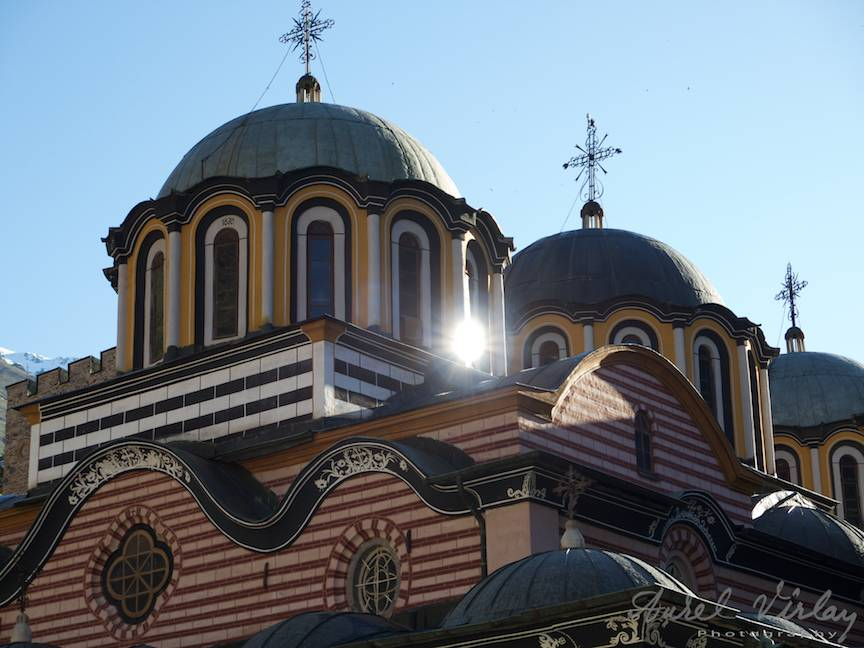 _Manastirea Rila Bulgaria Foto-Aurel-Virlan 33 soarele reflectat dintr-o fereastra din turla bisericii