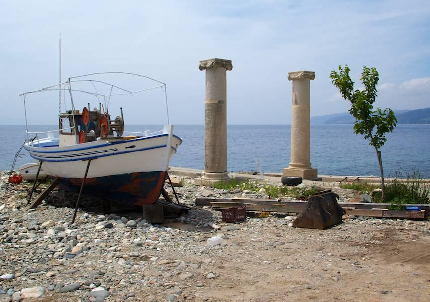Portul Dafni imi ofera o prima fotografie emblematica pentru Grecia.