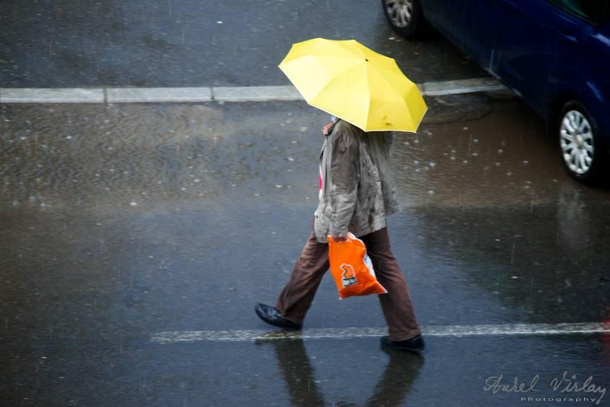 Un barbat plin de imaginatie, de vreme ce adora culorile galben si portocaliu pe o vreme mohorata.
