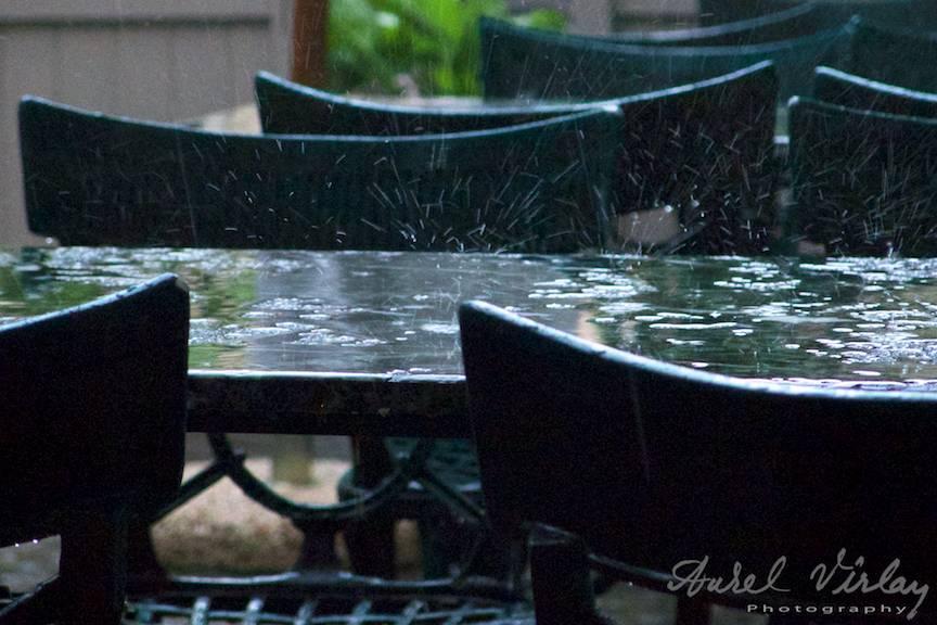 In urma iubirii amintirile ratacesc ca stropii de ploaie.