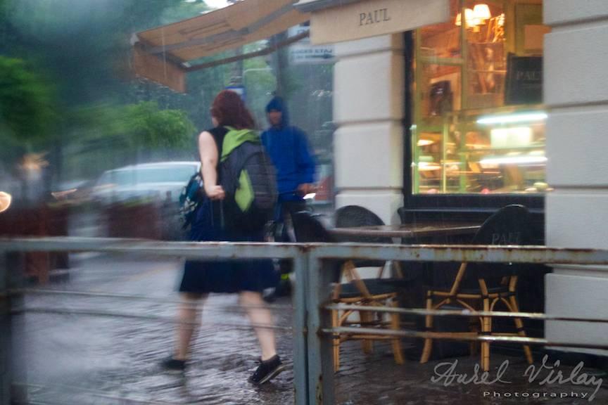 Peisajul foto citadin pe timp de ploaie in Bucuresti.