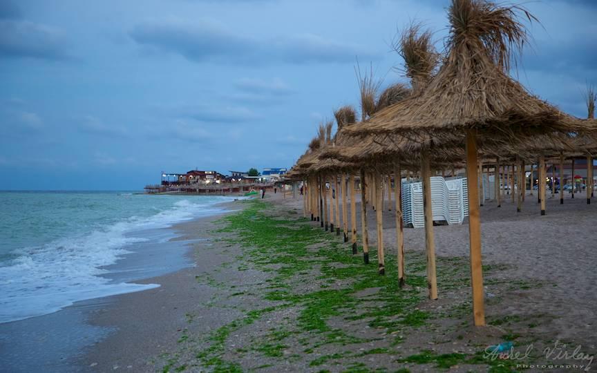 Plaja a fost impartita si in Vama Veche. Ce a fost frumos si salbatic a devenit istorie.