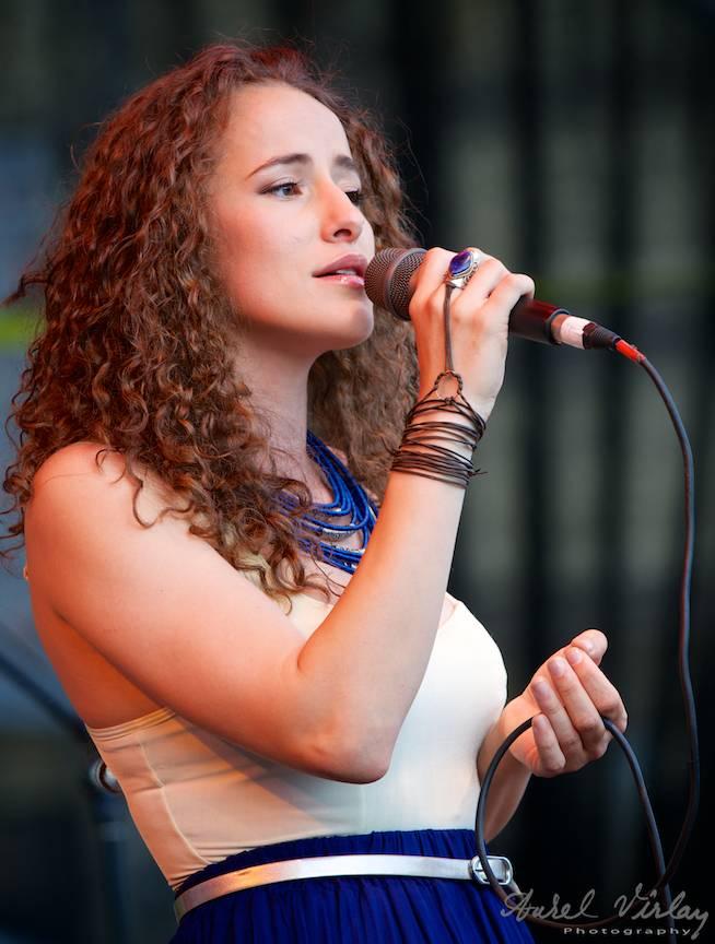 Portret Ana Cristina Leonte in concert la Bucharest Jazz Festival.