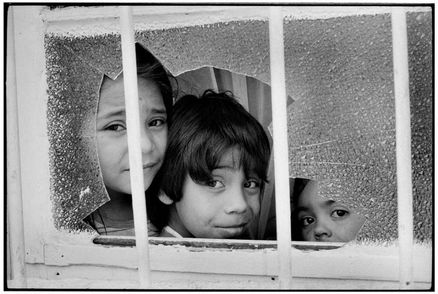 Copii in Santiago Chile - fotografie de Martine Franck.