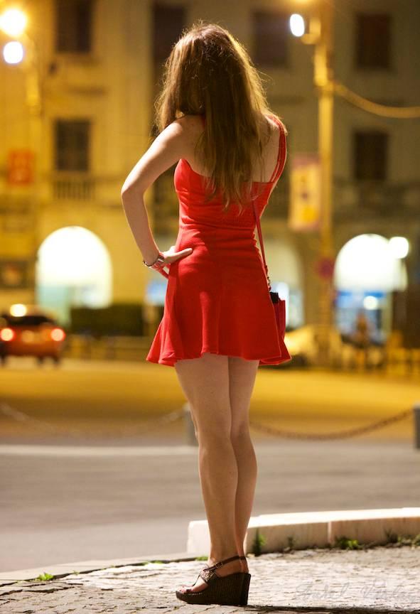 *Femeia in Rosu* in sedinta foto pe muzica jazz pe Calea Victoriei.