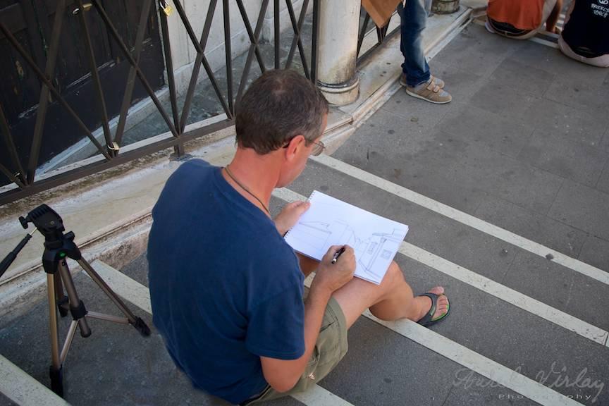 Unghiul subiectiv al fotografei cu mine la planseta de desen.