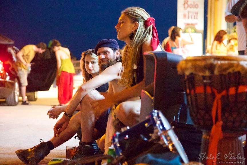 Fotojurnalism pe strada Ion Creanga cu muzicieni ambulanti.