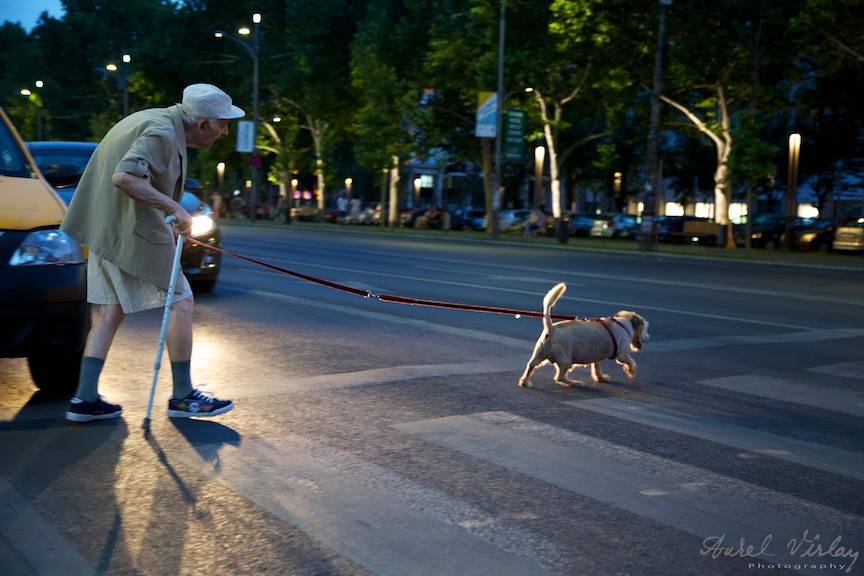 Fotoreportaj de strada in plina noapte gratie lui Canon EOS Mark III.