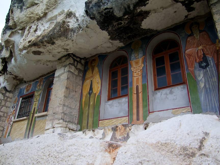 Excursie Manastire Sf Dimitar + Chiile calugarilor in grote sapate in munte - Foto Aurel Virlan - EmailS-17