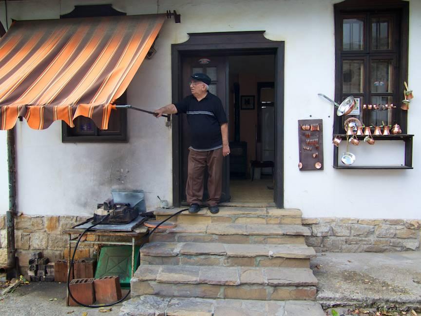 Excursie Velico-Tarnovo - Foto Aurel Virlan - 02 batran artizan