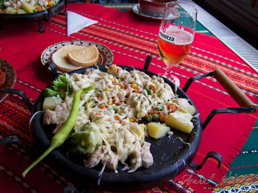 Excursie Velico-Tarnovo - Foto Aurel Virlan - 16 mancare de pui cu legume la plita bere kamenita