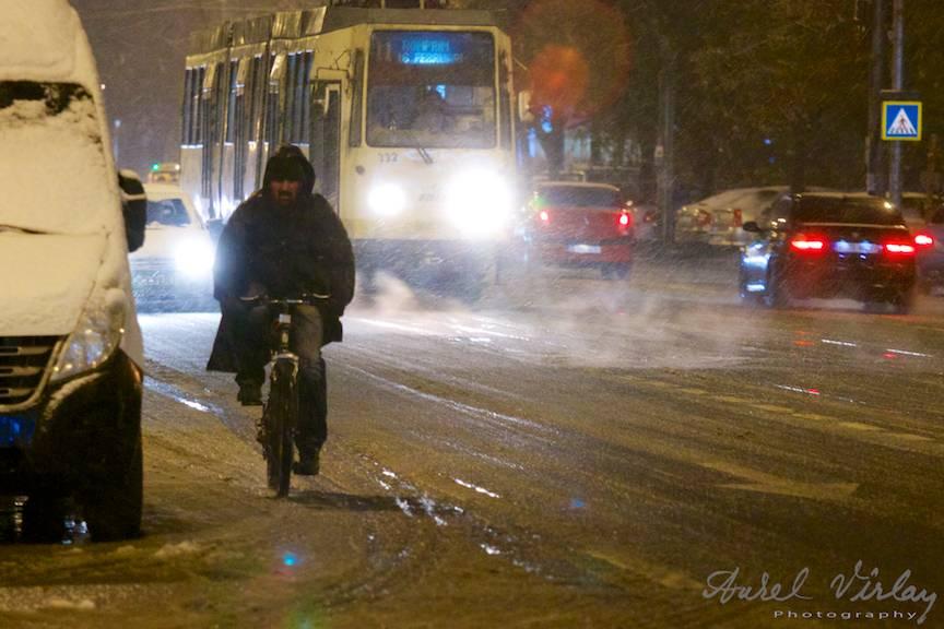 Fotografii prima ninsoare Bucuresti fulgi strada - FotoAurelVirlan e 53