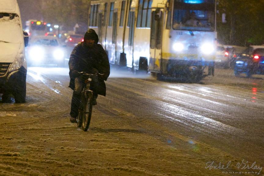 Fotografii prima ninsoare Bucuresti fulgi strada - FotoAurelVirlan e 54
