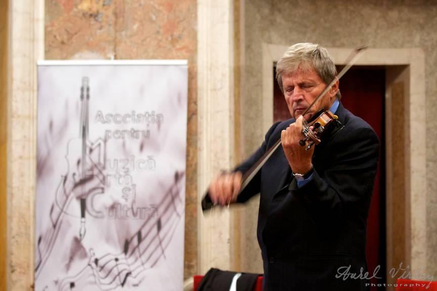 Asociatia pentru Muzica, Arta si Cultura il aduce in concert pe violonistul Uto Ughi.
