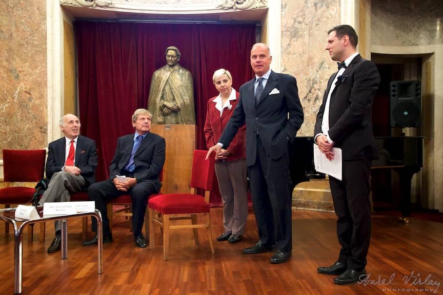 Fotografie din conferinta de presa de la Muzeul George Enescu.
