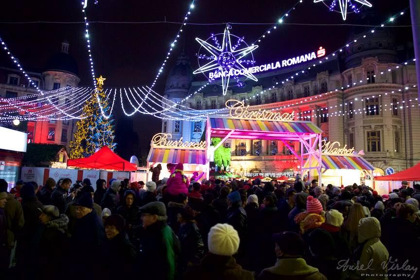 Aprinderea Luminilor de Sarbatori Bucuresti - FotoAurelVirlan - Sarbatorile de iarna in Piata Universitatii din Bucuresti.