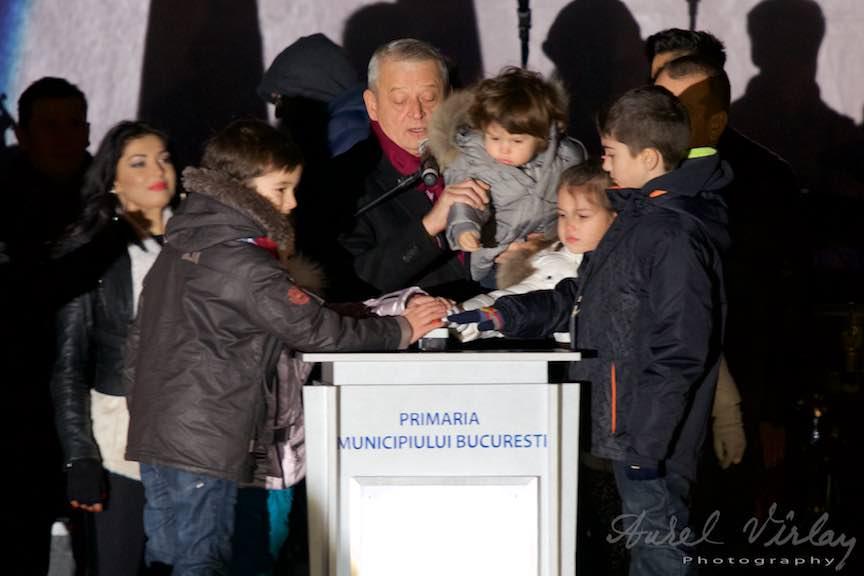 Aprinderea Luminilor de Sarbatori in Bucuresti de catre Primarul Sorin Oprescu si gasca de pitici.