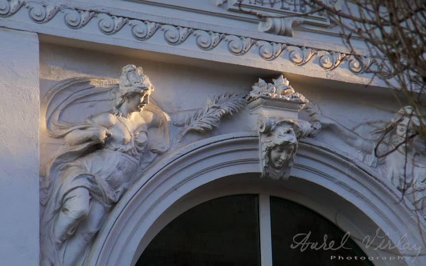 Cariatide Basorelief Lumina Apus Soare - Fotografie Aurel Virlan - Triunghiul de aur pe chipul statuii creat de dansul luminii cu umbra!