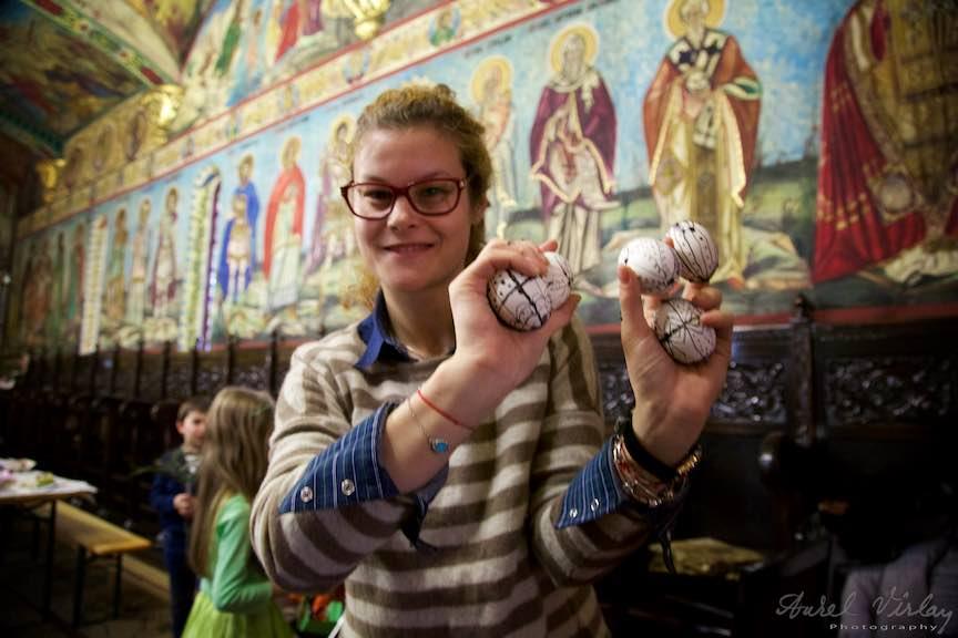 Incondeiere Oua Rosii Verzi Albastre Joia Mare Biserica Aparatorii Patriei 2 - Foto_AurelVirlan Web 44