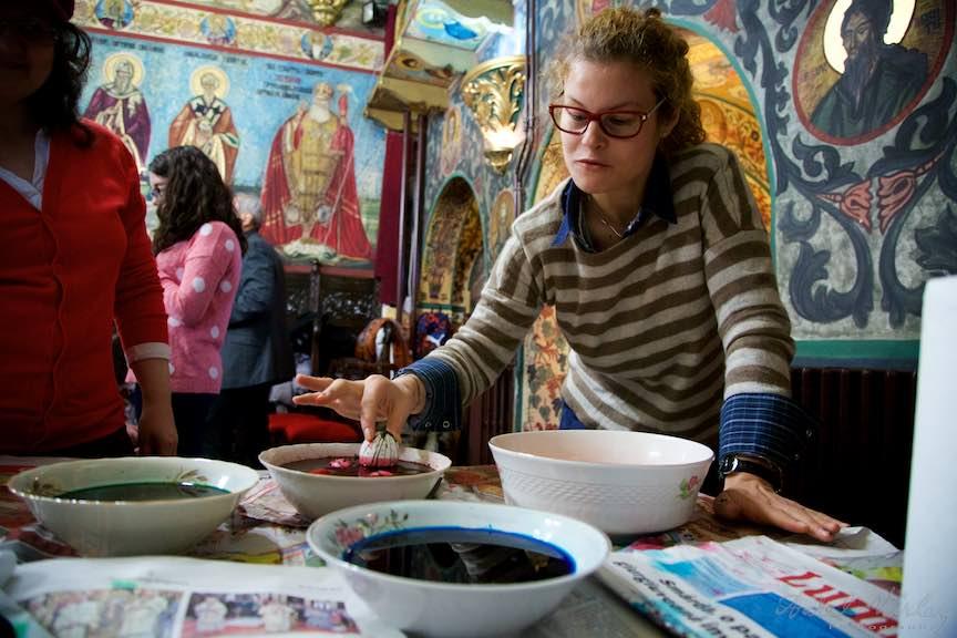 Incondeiere Oua Rosii Verzi Albastre Joia Mare Biserica Aparatorii Patriei 2 - Foto_AurelVirlan Web 48