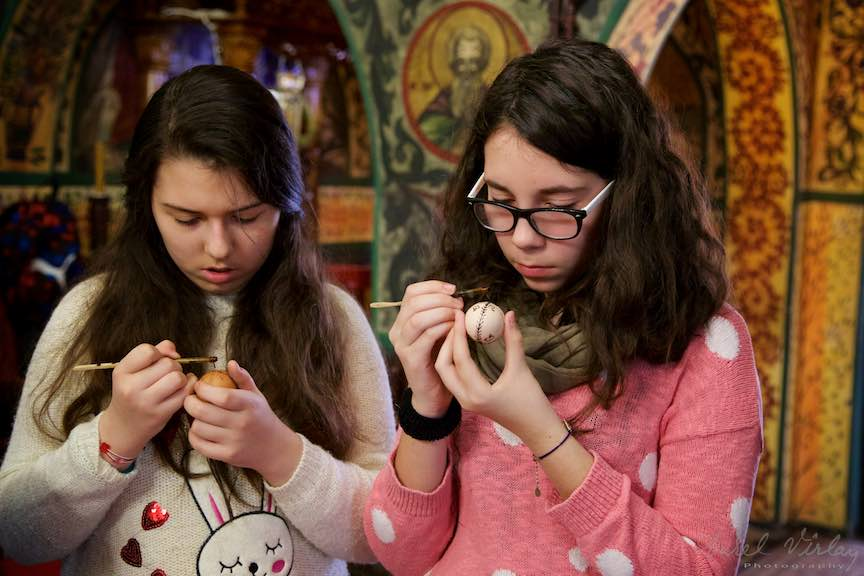 Incondeiere Oua Rosii Verzi Albastre Joia Mare Biserica Aparatorii Patriei 2 - Foto_AurelVirlan Web 49