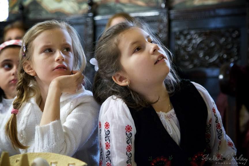 Incondeiere Oua Rosii Verzi Albastre Joia Mare Biserica Aparatorii Patriei 2 - Foto_AurelVirlan Web 8