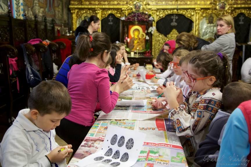 Incondeiere Oua Rosii Verzi Albastre Joia Mare Biserica Aparatorii Patriei 2 - Foto_AurelVirlan Web 9