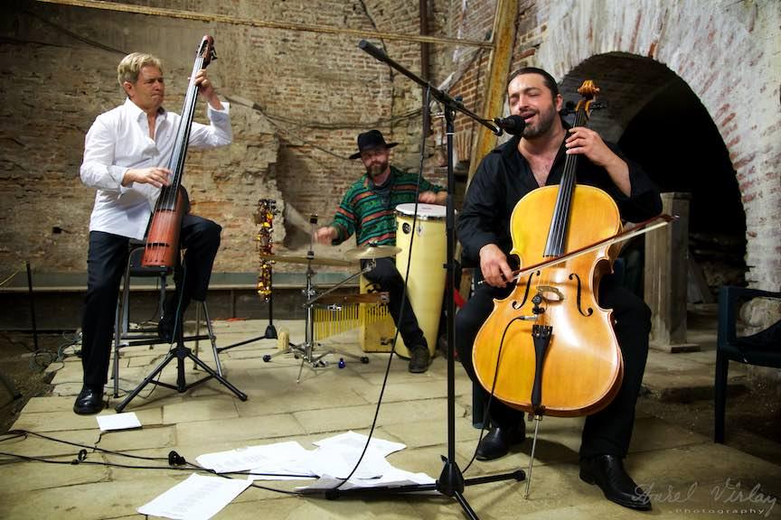Adrian Naidin Band la Curtea Veche in Noaptea Muzeelor.