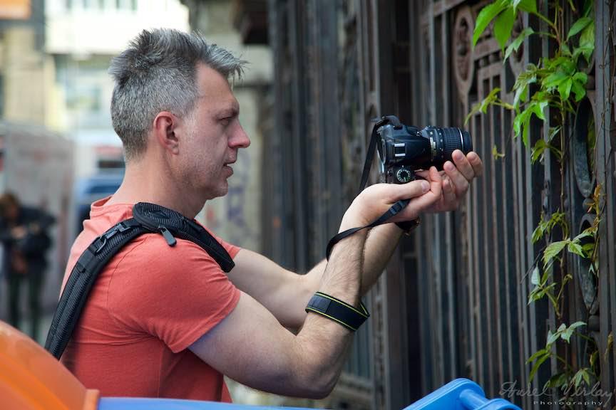 Atelier Curs Fotografie Making-of - Foto_Aurel_Virlan Zoli a inteles perfect cum se tine un aparat foto in mana!