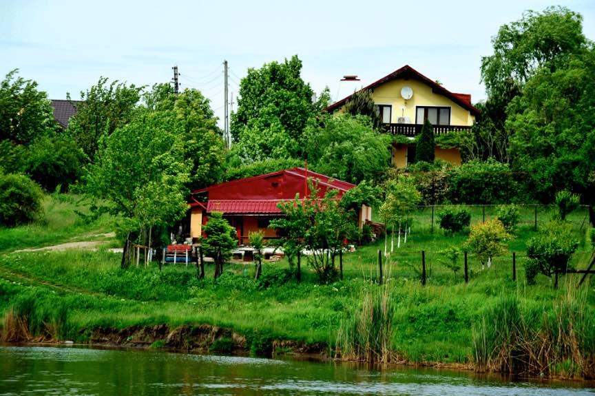 Fotografie din Livada lui Sorin peste Lacul Sinesti.