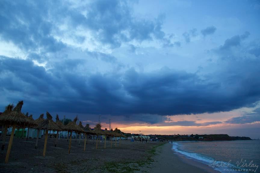 Vama_Veche_Foto_Aurel_Virlan-O imagine foto emblematica cu cerul de furtuna al Vamei in Apus de Soare!