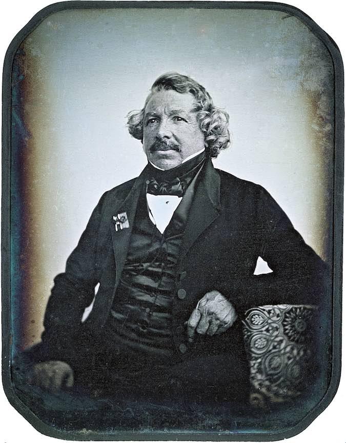 Fotograful Louis Daguerre intr-un portret facut prin procedeul propriu brevetat de Academia de Stiinte.