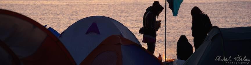 iMapp_Elements_Bucuresti-2015-Foto_AurelVirlan-Cu gasca la foc pe plaja intre corturile Vamei Vechi.