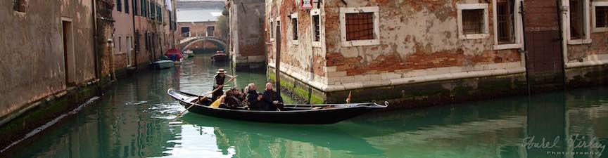 iMapp_Elements_Bucuresti-2015-Foto_AurelVirlan-Fotografie din laguna venetiana cu o gondola clasica.