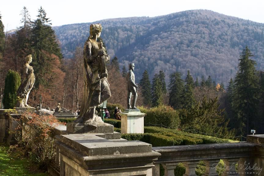 03-statui-Castel-Peles-Sinaia_muntii-baiului-Fotografie_Aurel_Virlan