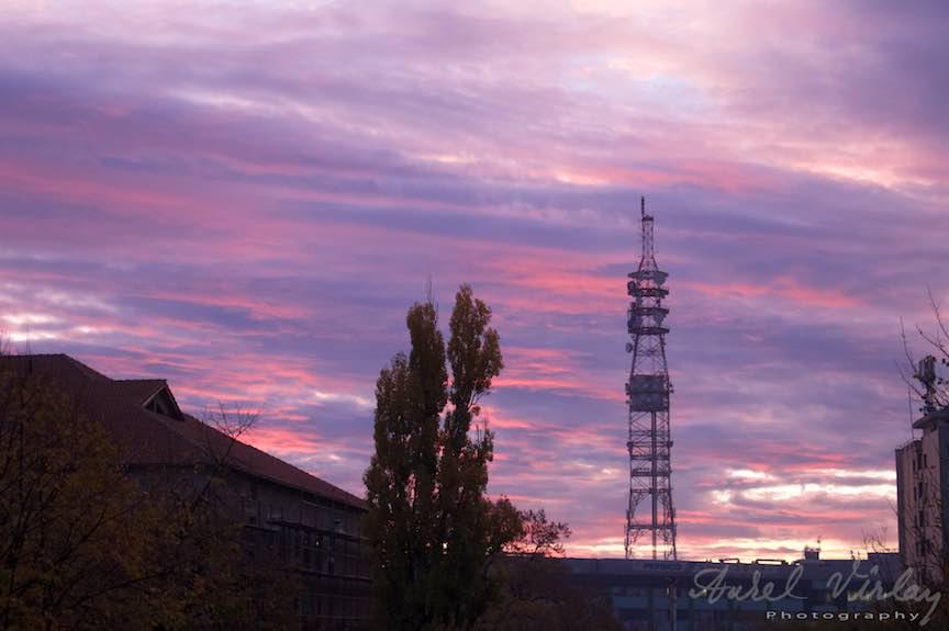 Toamna-cerul-rosu-copacii-galbeni-ruginii_Autumn-leaves_Foto_AurelVirlan-Emails35