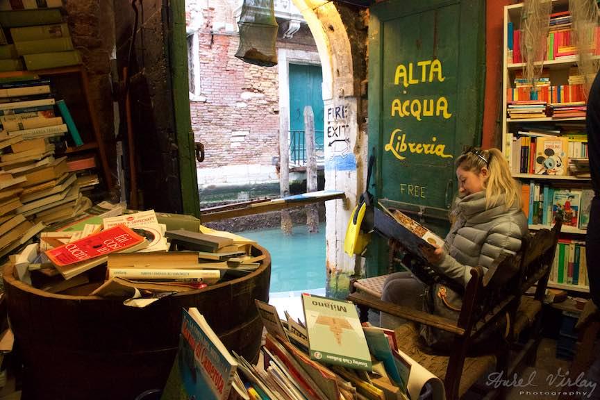 Venetia-Italia-Strazi-cladiri-vechi-canale-gondolieri-FotografAurelVirlan-Emails108