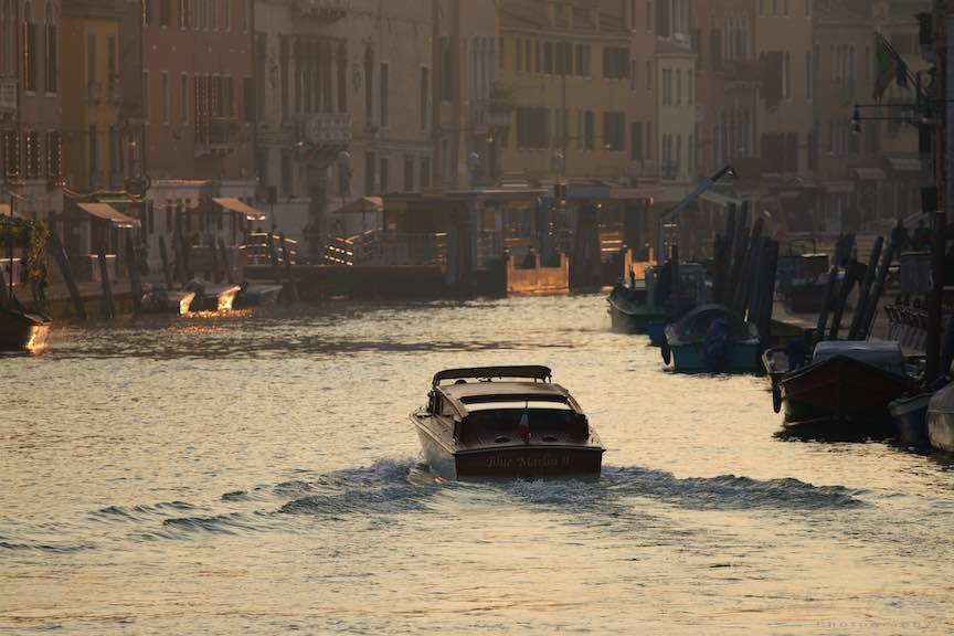 Venetia-Italia-Strazi-cladiri-vechi-canale-gondolieri-FotografAurelVirlan-Emails53