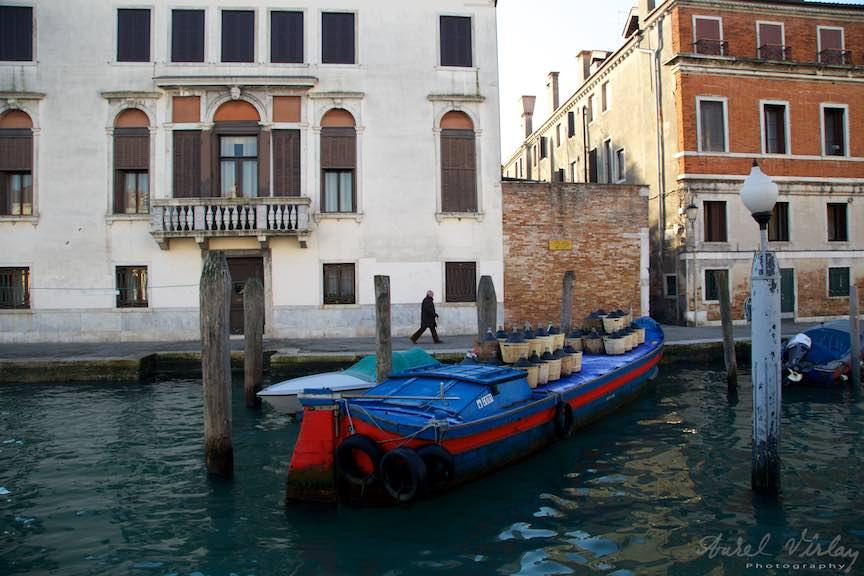 Venetia-Italia-Strazi-cladiri-vechi-canale-gondolieri-FotografAurelVirlan-Emails6