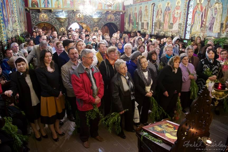 26-Crestinii-ortodoxi-in-biserica-Aparatorii-Patriei-2-Sfantul-Ambrozie_Foto-Aurel-Virlan