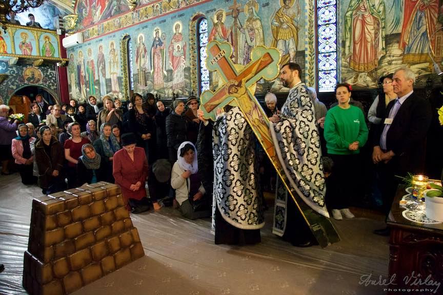 Slujba-Joia-Mare-12-Evanghelii-Pasti-Ortodox-2016_Foto-Aurel-Virlan_Emails2